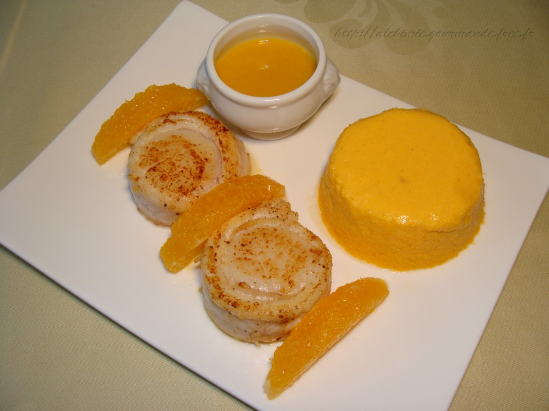 Filets de sole aux Saint-Jacques, flan de carottes à la mimolette, sauce à l'orange